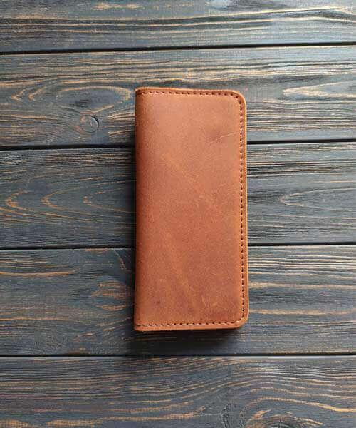 Класичне шкіряне портмоне ручної роботи в світло коричневому кольорі, з індивідуальним гравіруванням фото або зображення
