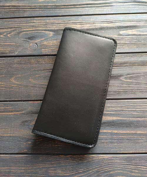 Шкіряний клатч maxi в чорному кольорі з гравіруванням
