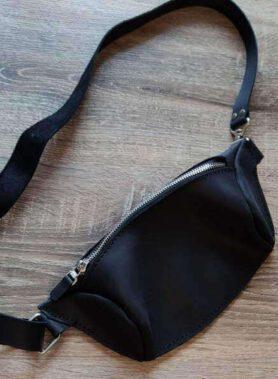 Чорна сумка бананка з індивідуальним гравіруванням по фото, тексту або логотипу, з регульованим ремінцем, шкіра crazy horse