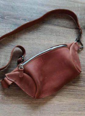 Світло коричнева сумка бананка з нанесенням індивідуального гравірування та регульваним ремінцем